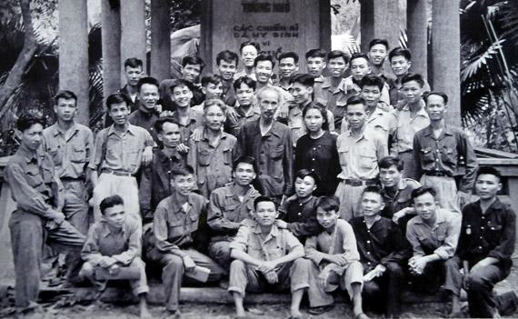 Hồ Chí Minh - tấm gương thi đua yêu nước trong sáng, mẫu mực